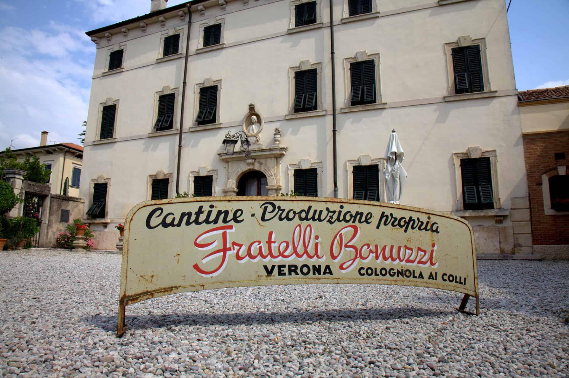 Ingresso alle cantine Villa Canestrari